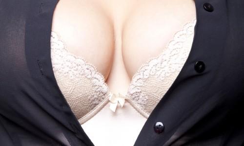 Увеличение груди с помощью операции
