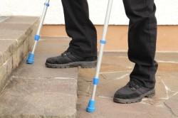 Нарушение процесса ходьбы -  осложнение послеоперационного периода