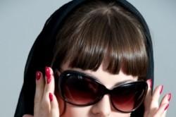 Ношение солнцезащитных очков в период реабилитации после удаления катаракты.