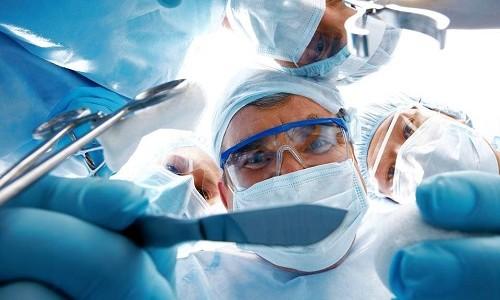 Проведение операции на глазу