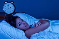 Проблемы со сном - причина грыжи под глазами